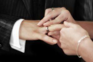 свадебные классические кольца как выбрать